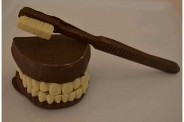 Spazzolino e dentiera